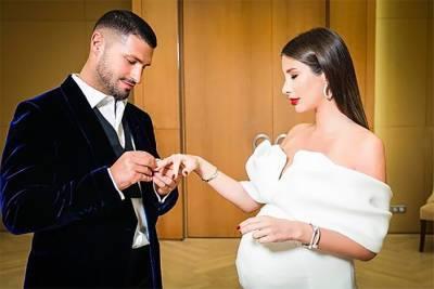 Кети Топурия показала фото со свадьбы с Львом Деньговым