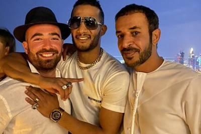Арабский певец сфотографировался с евреем и попал под суд