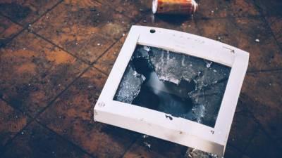 Пьяный клиент разбил два монитора в магазине электронной техники на Савушкина