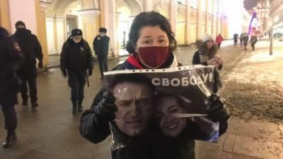 Во многих регионах России задерживают сторонников Навального