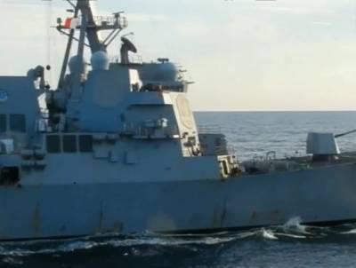 Кораблю ВМС США пришлось спасаться бегством в Японском море
