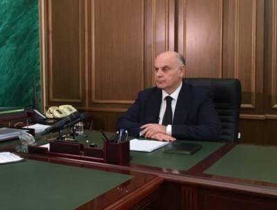 Президент Абхазии обсудил в Москве зарплаты, парк для майнеров и газификацию