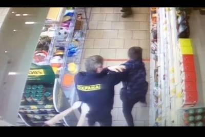 Прокуратура занялась делом ребенка, избитого охранником в новосибирском супермаркете