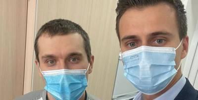 Врач-реаниматолог Евгений Горенко первым в Украине сделал укол вакцины от коронавируса, фото - ТЕЛЕГРАФ