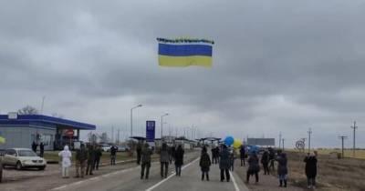 В Крым запустили флаг Украины с посланиями крымчанам (ФОТО)