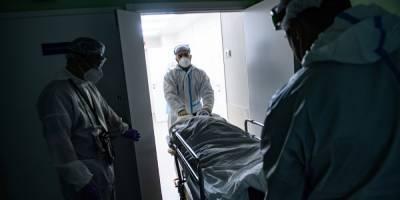 В Днепре пациент с COVID-19 пытался перерезать себе горло