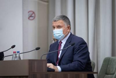 Аваков - о возможных санкциях против Порошенко: Он не враг, а часть внутренней политики