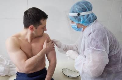 «Нет, спасибо, я уже за вас проголосовал»: реакция соцсетей на вакцинацию Зеленского