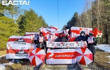 Минск, Могилев, Брест патриотично поздравляют белорусок с 8 марта