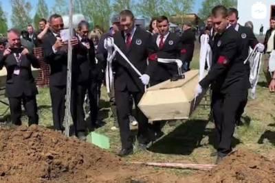 Омичи победили в скоростной копке могил в Новосибирске