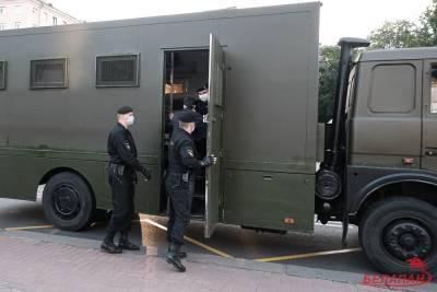 Официально: возле Дома правосудия задержано 14 человек