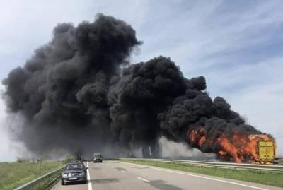 На трассе Одесса-Киев сгорел двухэтажный автобус, который вез 60 пассажиров