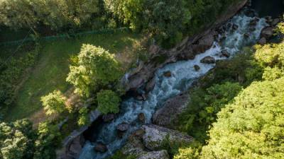 В Адыгее возобновлены поиски упавших в реку туристов