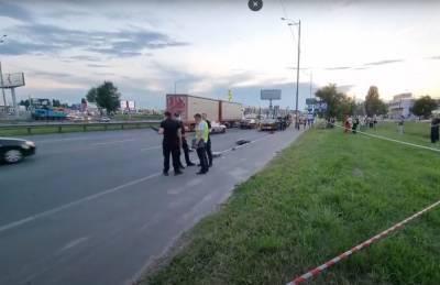 В Киеве пьяный пешеход толкнул под грузовик велосипедиста, тот погиб на месте