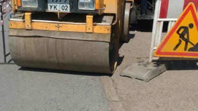 В Башкирии работника компании по ремонту дорог придавило катком после потери сознания