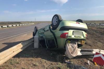 Под Астраханью при опрокидывании авто пострадал подросток