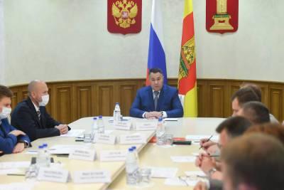 В правительстве Тверской области обсудили обязательную вакцинацию от COVID-19 и работу госпиталей