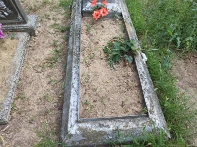 На Луганщине вандалы начали обворовывать могилы
