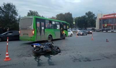 В Тюмени автобус сбил 30-летнего мотоциклиста