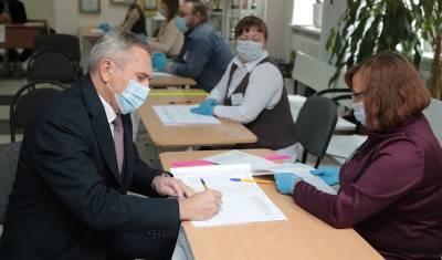 Губернатор Тюменской области посетил свой избирательный участок утром