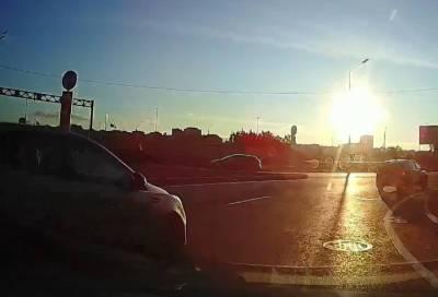 На едва запущенном круговом перекрестке в Мурино произошло новое ДТП